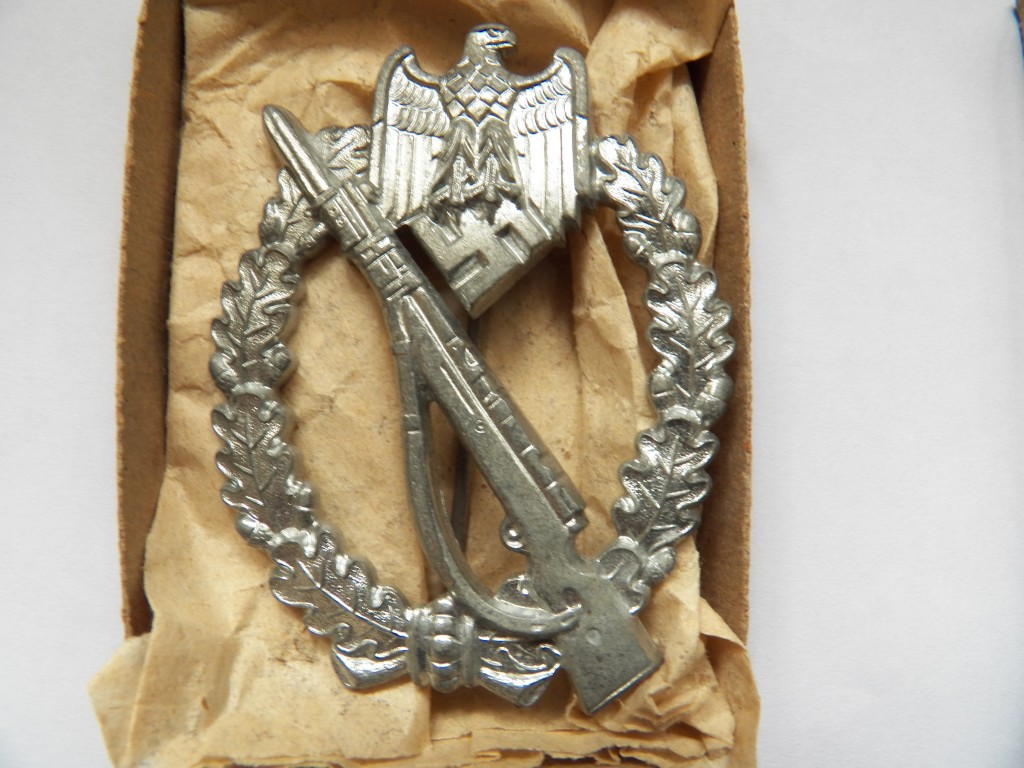 BOXED INFANTRY ASSAULT BADGE | Malcolm Wagner Militaria